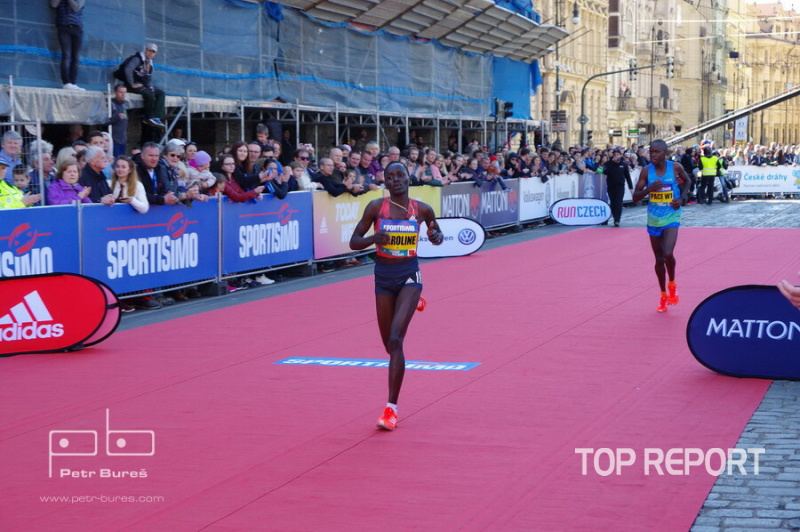 Caroline Chepkoech Kipkirui finišuje do cíle