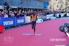 Benard Kimeli finišuje do cíle