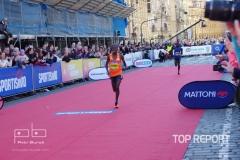 Geoffrey Yegon finišuje do cíle