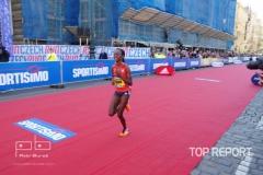 Joan Melly finišuje do cíle