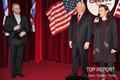 Donald_Trump_v_Grevin_Praha_a_Vasil_Fridrich_(HC6A0184)