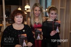 1. Autorka knihy s kmotrami Naďou Konvalinkovou a Markétou Harasimovou