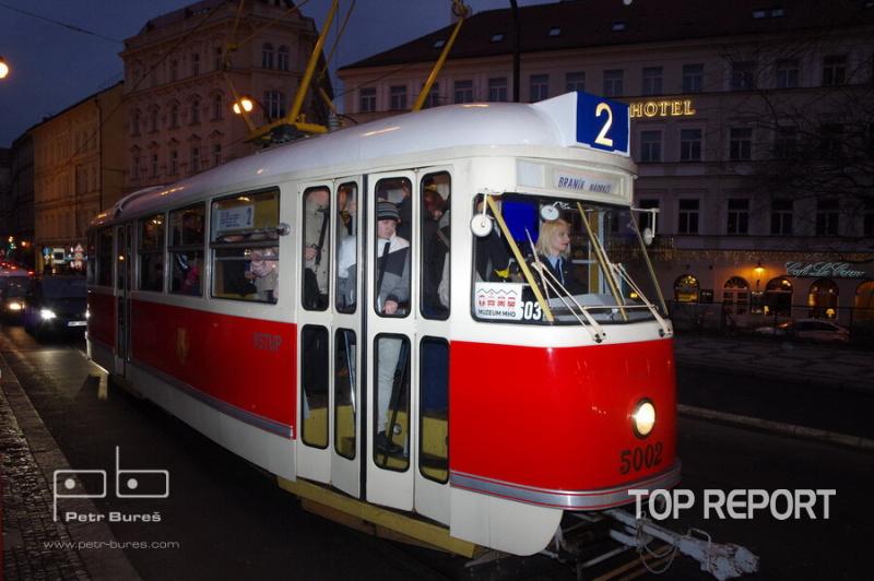 Tramvaj Tatra T1 č. 5002 ve stanici Karlovy lázně