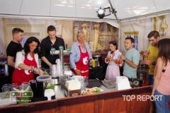 Seriáloví kuchaři Eva Čížkovská a Richard Tesařík nezvykle za barem hotelu Grand