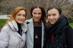 Tři krásné dámy na slavnostním otevření