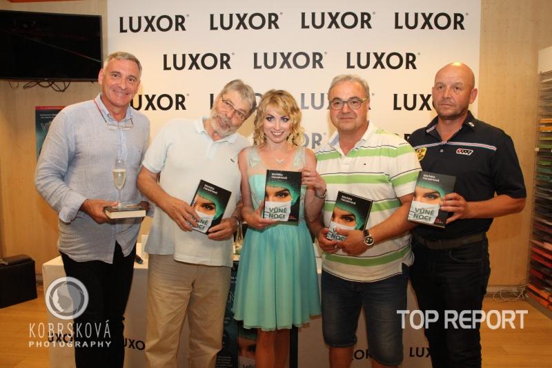Spisovatelka Markéta Harasimová a kmotři knihy Vůně noci