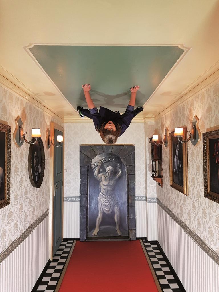 Zrcadlovy-labyrint-antigravitacni-mistnost 2