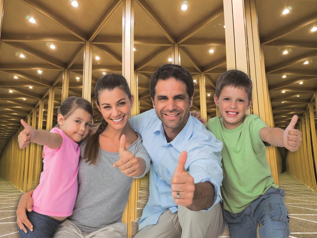 Zrcadlovy labyrint rodinka na pozadi 4_3 malá3